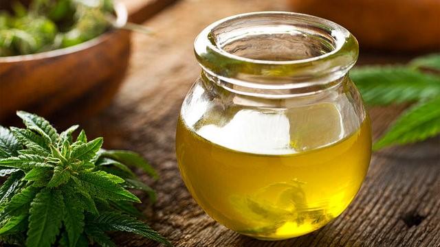 hemp-oil-in-pot